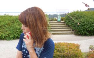 電話中の女性 - No.762256