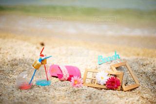 近くのビーチでおもちゃの車の写真・画像素材[769698]