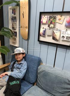 帽子をかぶった少年の写真・画像素材[1026045]