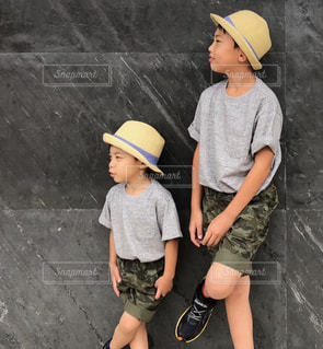 ヘルメットを身に着けている少年の写真・画像素材[1330192]