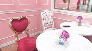 ピンクと白の家具の写真・画像素材[1792247]