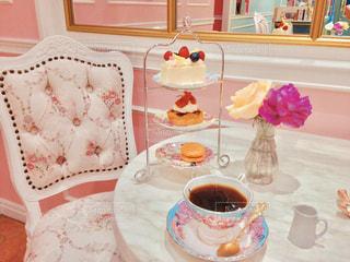 テーブルの上のコーヒー1杯の写真・画像素材[2122259]
