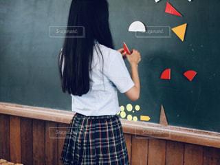 女性,学生,髪,後ろ姿,女の子,黒板,ロングヘアー,制服,女子高生,マグネット