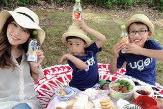 帽子をかぶった子供の写真・画像素材[2214278]
