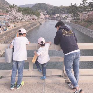 山道の人々のグループの写真・画像素材[2415020]