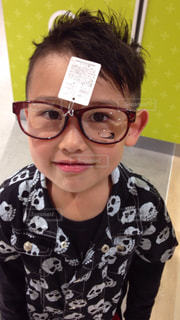 子ども,ファッション,アクセサリー,めがね,子供,眼鏡,笑顔,顔,こども,男の子,メガネ,用事