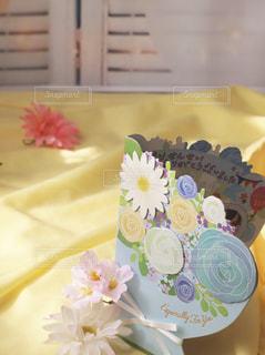 テーブルの上の花瓶の写真・画像素材[2881779]