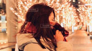 女性,1人,冬,夜,大阪,マフラー,樹木,イルミネーション,都会,横顔,人,顔,照明,通り,グランフロント大阪