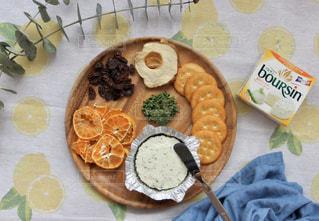 食卓の上の食べ物の写真・画像素材[3208637]