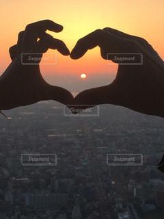 夕焼空でハートの写真・画像素材[2273236]