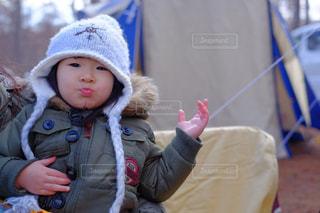 帽子をかぶった小さな女の子 - No.1017597