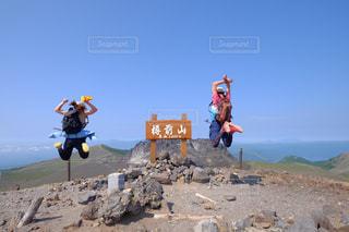 樽前山でjump!の写真・画像素材[1406413]