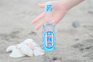 ラムネの瓶に思い出つめようの写真・画像素材[1411735]