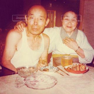 おじいちゃんとおばあちゃんの写真・画像素材[1452694]