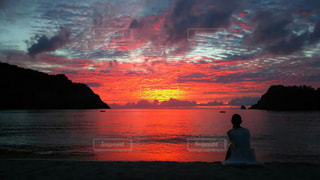 水の体に沈む夕日 - No.962928