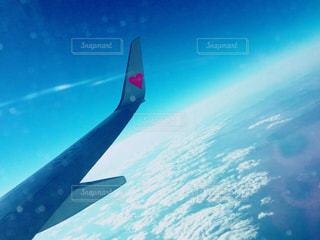 空を飛んでいる飛行機 - No.768882