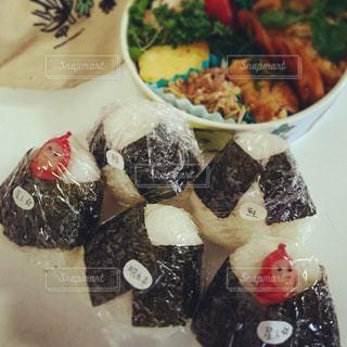 お弁当,おにぎり,ウインナー,鮭,明太子