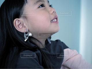 イヤリングと女の子の写真・画像素材[3131579]