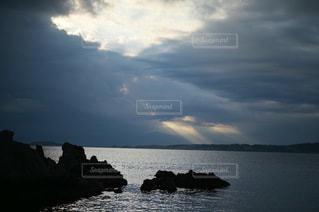 海と、天使のハシゴの写真・画像素材[3356418]