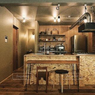 カフェ,インテリア,屋内,テーブル,床,壁,リラックス,天井,おうちカフェ,ドリンク,おうち,ライフスタイル,シンク,天板,キャビネット,おうち時間