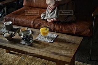 食べ物,カフェ,コーヒー,屋内,花瓶,テーブル,リラックス,食器,家具,おうちカフェ,ドリンク,木目,おうち,ライフスタイル,おうち時間