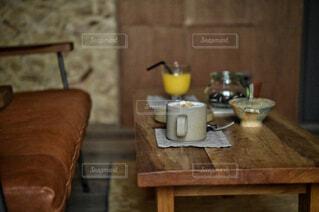 食べ物,カフェ,コーヒー,キッチン,屋内,椅子,テーブル,床,リラックス,マグカップ,食器,家具,カップ,おうちカフェ,ドリンク,おうち,ライフスタイル,コーヒー カップ,おうち時間,受け皿