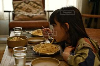 食べ物,カフェ,屋内,テーブル,人物,リラックス,人,食器,レストラン,おうちカフェ,ドリンク,おうち,ライフスタイル,スナック,おうち時間