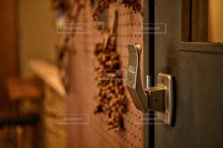 リビングの扉のハンドルの写真・画像素材[4354538]