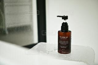 バスルーム,屋内,ボトル,お風呂,シャワー,バスタイム,入浴,バスタオル,洗面室,サニタリールーム,バイワンシー,ヘアケアブースター,バイワンシーでありのままに,byonesii