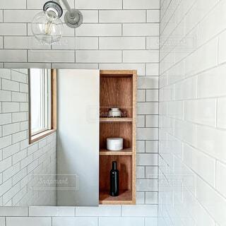 洗面台に置かれた化粧品の写真・画像素材[4418752]