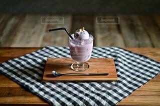 ブルーベリーのアイスミルク乗せの写真・画像素材[4430499]