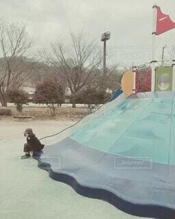空,公園,雪,屋外,子供,女の子,遊び場,ループ,逆再生