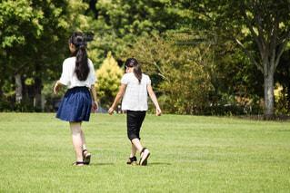 2人,自然,風景,公園,後ろ姿,散歩,子供,女の子,仲良し,姉妹,family,nature,ツーショット