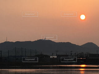沈む夕日の写真・画像素材[961152]