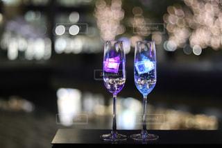 女性,2人,水面,ガラス,ぼかし,イルミネーション,液体,ワイン,カクテル,ドリンク,シャンパン,グランフロント大阪,シャンパンゴールド,デザート ワイン