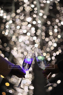 女性,2人,大阪,ガラス,イルミネーション,人,ボトル,乾杯,ドリンク,シャンパン,グランフロント大阪,シャンパンゴールド