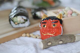 恵方巻きと鬼と豆の写真・画像素材[2962457]