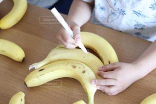 家族,食べ物,手,おやつ,人,手作り,少年,木目,兄弟,バナナ,バナペン