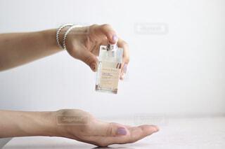 屋外,手,瓶,人物,壁,人,トルコ,香り,おもてなし,ハンドケア,シトラスティー,アトリエレブル,コロンヤ,ハンドフレグランス