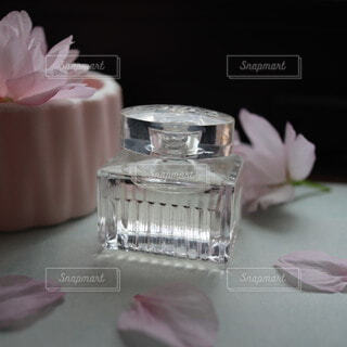 上品な香水の写真・画像素材[4307386]