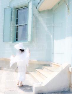 白いドレスの女性の写真・画像素材[911532]
