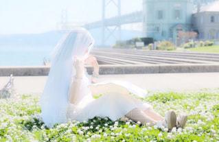 白いドレスの女性の写真・画像素材[911535]