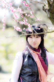 花と女性の写真・画像素材[912803]