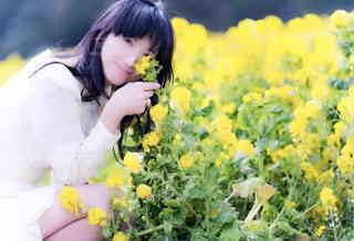 花と女性の写真・画像素材[912810]