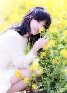 花と女性の写真・画像素材[912813]