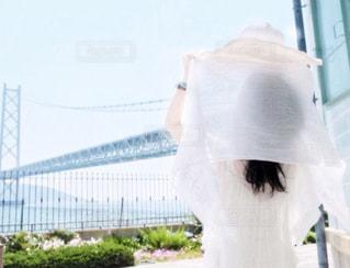白い後ろ姿の女性の写真・画像素材[927025]