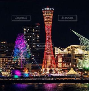神戸ポートタワーと夜のライトアップの写真・画像素材[1037779]