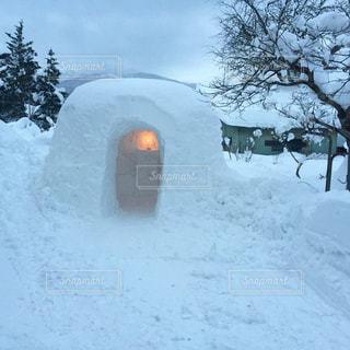 雪に覆われた建物の写真・画像素材[1738814]