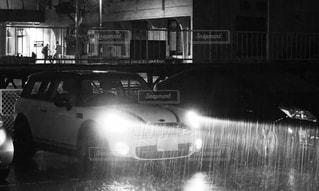 車の黒と白の写真の写真・画像素材[826508]
