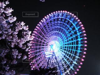 夜桜と観覧車の写真・画像素材[2260367]